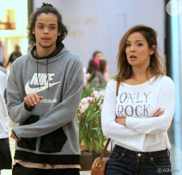 Carol Nakamura leva o filho para passeio no shopping e semelhança impressiona