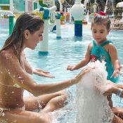 Deborah Secco curte parque aquático com a filha, Maria Flor, no Ceará: 'Sereia'