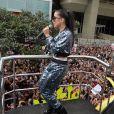 Anitta agita público da Parada LGBT, em São Paulo