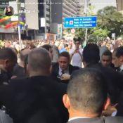 Anitta gera tumulto ao chegar na Parada LGBT, em São Paulo: 'Fiz a Mariah Carey'