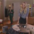 Nicole (Dani Gondim) se descontra e quebra objetos de sua casa por Gustavo (Carlo Porto) não atender seus telefonemas, na novela 'Carinha de Anjo'