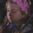 Dulce Maria (Lorena Queiroz), após fugir de Nicole (Dani Gondim) no parque, vai para casa com a ajuda do pipoqueiro enquanto Gustavo (Carlo Porto) a procura na rua, no capítulo que vai ao ar quarta-feira, dia 28 de junho de 2017, na novela 'Carinha de Anjo'