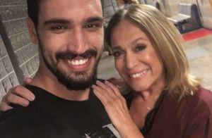 Susana Vieira apresenta novo par romântico na TV e web quer romance: 'Belo par'