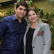 Marília Mendonça se diverte ao filmar noivo limpando casa: 'Joga água, amor'