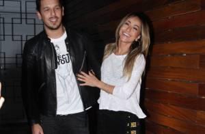 Sabrina Sato faz festa surpresa para o namorado, João Vicente, em restaurante