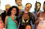 Elenco canta em homenagem ao autor no lançamento de 'Meu Pedacinho de Chão'