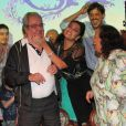 Benedito Ruy Barbosa se emociona ao receber homenagem do elenco na coletiva de lançamento de 'Meu Pedacinho de Chão'