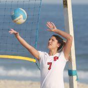 Sasha treina vôlei com equipe do Flamengo em praia no Rio