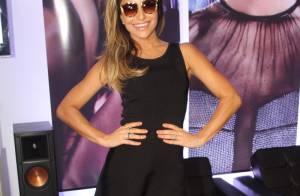 Com as pernas de fora, Sabrina Sato lança nova linha de óculos em São Paulo