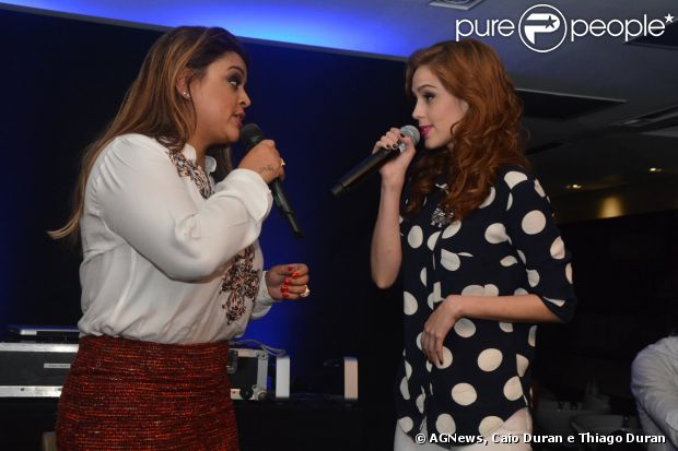 Carolina Dieckmann foi prestigiar um pocket show de Preta Gil na noite de segunda-feira, 7 de abril de 2014 em São Paulo