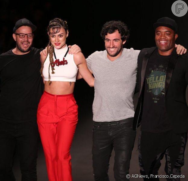 Thaila Ayala e Anderson Silva desfilam pela Ausländer, na edição de Verão 2015 do Fashion Rio (8 de abril de 2014)