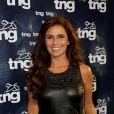Giovanna Antonelli posa sorridente para fotos antes de desflar pela TNG no Fashion Rio