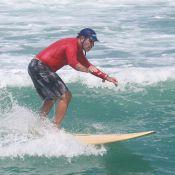 Humberto Martins, de 'Em Família', surfa na Praia da Macumba, no Rio