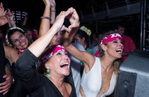 Susana Vieira se diverte em festa de casamento do filho a bordo de cruzeiro