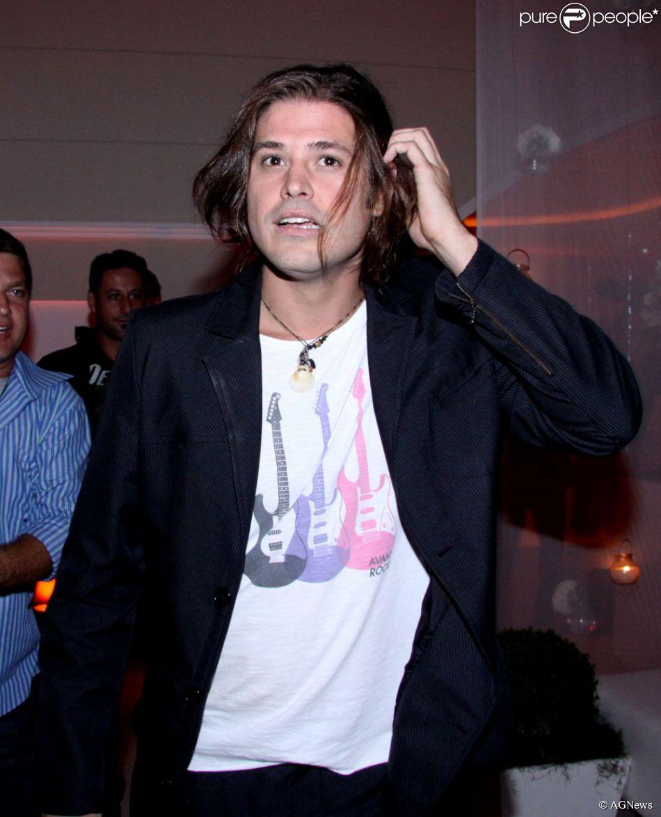 Dado Dolabella pode ser afastado de 'Vitória' após suposta agressão a produtor da novela durante gravações em Curaçao, no Caribe (16 de abril de 2014)