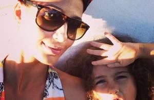 Camila Pitanga posa de turbante ao lado da filha, Antônia: 'Com ela a vida é'