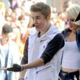 Justin Bieber agiu como se estivesse solteiro com a futura enfermeira, segundo fontes da revista