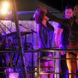Claudia Leitte anima os fãs durante show no Escarpas Folia Sertaneja, em Minas Gerais
