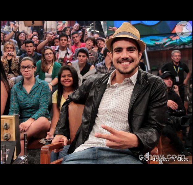 Caio Castro confessou, durante o programa 'Altas Horas', que já teve vontade de fazer sexo durante uma cena mais quente. 'É natural', respondeu