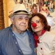 Mauro Mendonça e Rosa Maria Murtinho entrar no clima de circo e posam para fotos na noite desta segunda-feira, 28 de abril e 2014