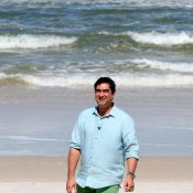 Zeca Camargo grava quadro do 'Video Show' na praia do Pepê com Rico de Souza