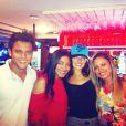 Isis Valverde com fãs no Bar da Bud, momentos antes do acidente