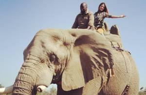 Carol Castro anda de elefante durante viagem à África do Sul