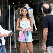 Sophie Charlotte grava comercial de sandálias na zona sul do Rio