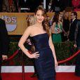 Jennifer Lawrence teve o seu vestido desmontado na cerimônia do SAG Awards, no Shrine Exposition Center em Los Angeles, nos Estados Unidos, em 27 de janeiro de 2013