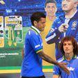 David Luiz e Daniel Alves participam de lançamento em São Paulo