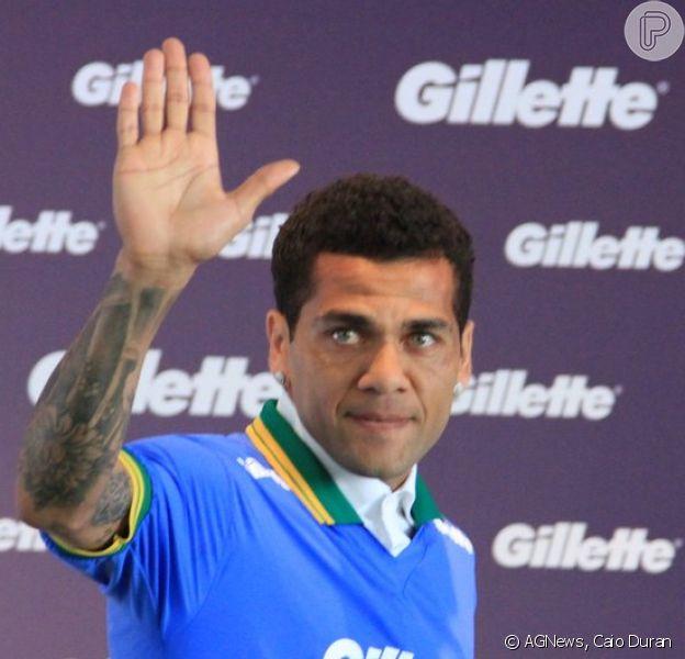 Daniel Alves vai a lançamento da Gillette em São Paulo