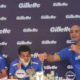 Jogadores da seleção brasileira se encontram em lançamento em São Paulo