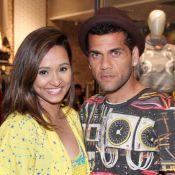 Estiloso, Daniel Alves prestigia evento de moda da namorada, Thaíssa Carvalho