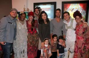 Juliana Paes leva o filho Pedro ao teatro na companhia do marido, no Rio