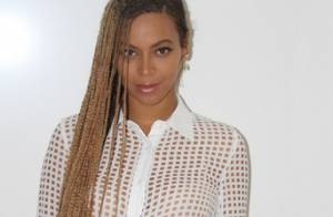 Beyoncé muda o visual e aparece com tranças na cintura