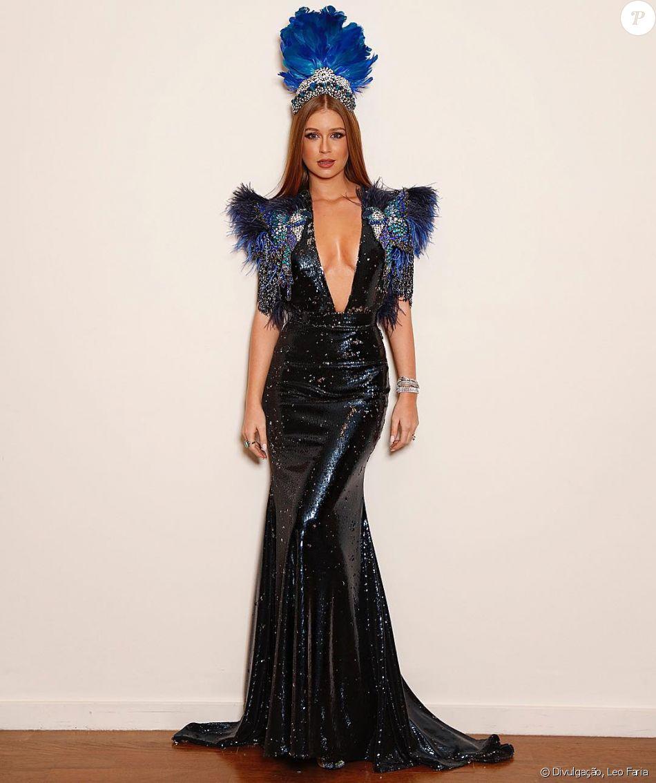 Marina Ruy Barbosa encarnou um 'pássaro azul' no Baile da Vogue, em São Paulo, na quinta-feira, 1º de fevereiro de 2018