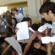 Kaká está em Fernando de Noronha, onde participou de uma gincana com crianças da região, na quinta-feira (5 de junho)
