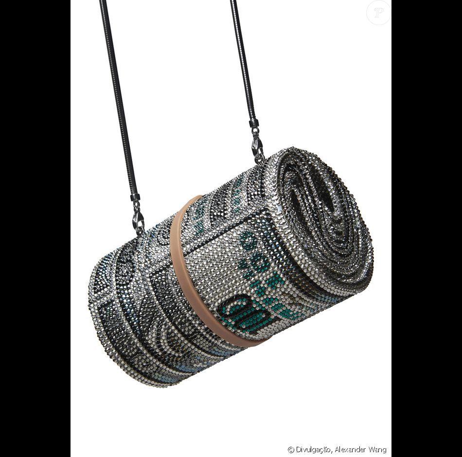 16dbfb382 Resultado da parceria de Alexander Wang com Judith Leiber, a bolsa de rolo  de dinheiro é avaliada em $ 4.995, cerca de R$ 16.500