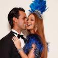 A rainha do Baile da Vogue sensualiza com o marido, Xande Negrão.
