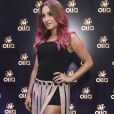 Carla Diaz exibiu cabelo rosa na festa pré-Carnaval da Olla