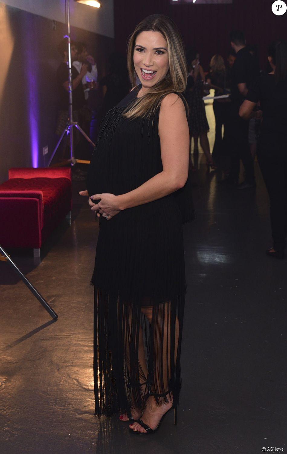 Patricia Abravanel babou pela filha, Jane, de quase 1 mês, em foto: 'Olha como estou linda'