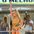 Claudia Leitte homenageou Ivete Sangalo  no trio elétrico em Salvador na abertura do Carnaval