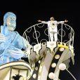 Martinho da Vila veio em cima de carro alegórico e foi muito saudado pela plateia do desfile