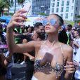 Bruna Marquezine comenta expectativa de desfile: ' Me divertir, dançar'