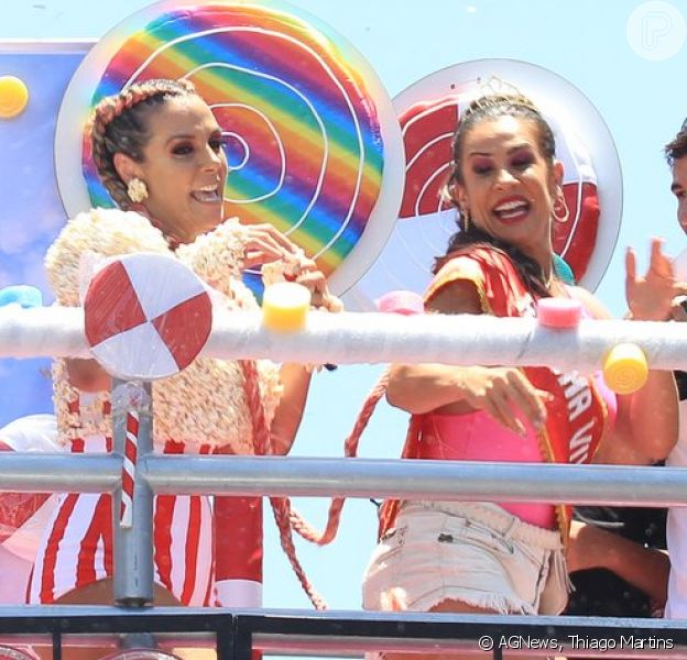 Carla Perez recebe Scheila Carvalho em seu bloco de Carnaval, o Algodão Doce, em Salvador, na Bahia, em 10 de fevereiro de 2018
