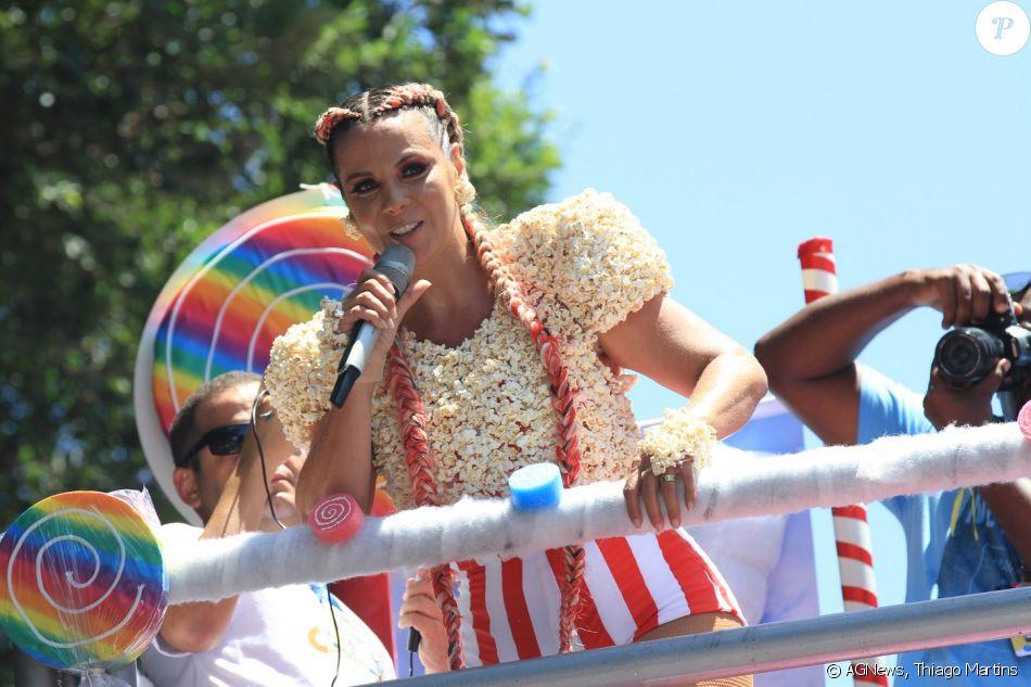 Carla Perez comanda o bloco, Algodão Doce, em Salvador, na Bahia