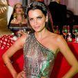 Fernanda Motta esbanjou glamour com vestido de paetê da marca Bo.bô