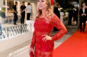 Carla Diaz aposta em vestido vermelho em baile: 'Sempre tive o sonho de usar'