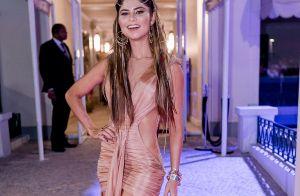 Julianne Trevisol dispensa tons quentes em fantasia gipsy para baile: 'Leveza'