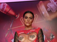 Cleo adota look com adesivo nos seios em camarote de Carnaval: 'Mágica do amor'